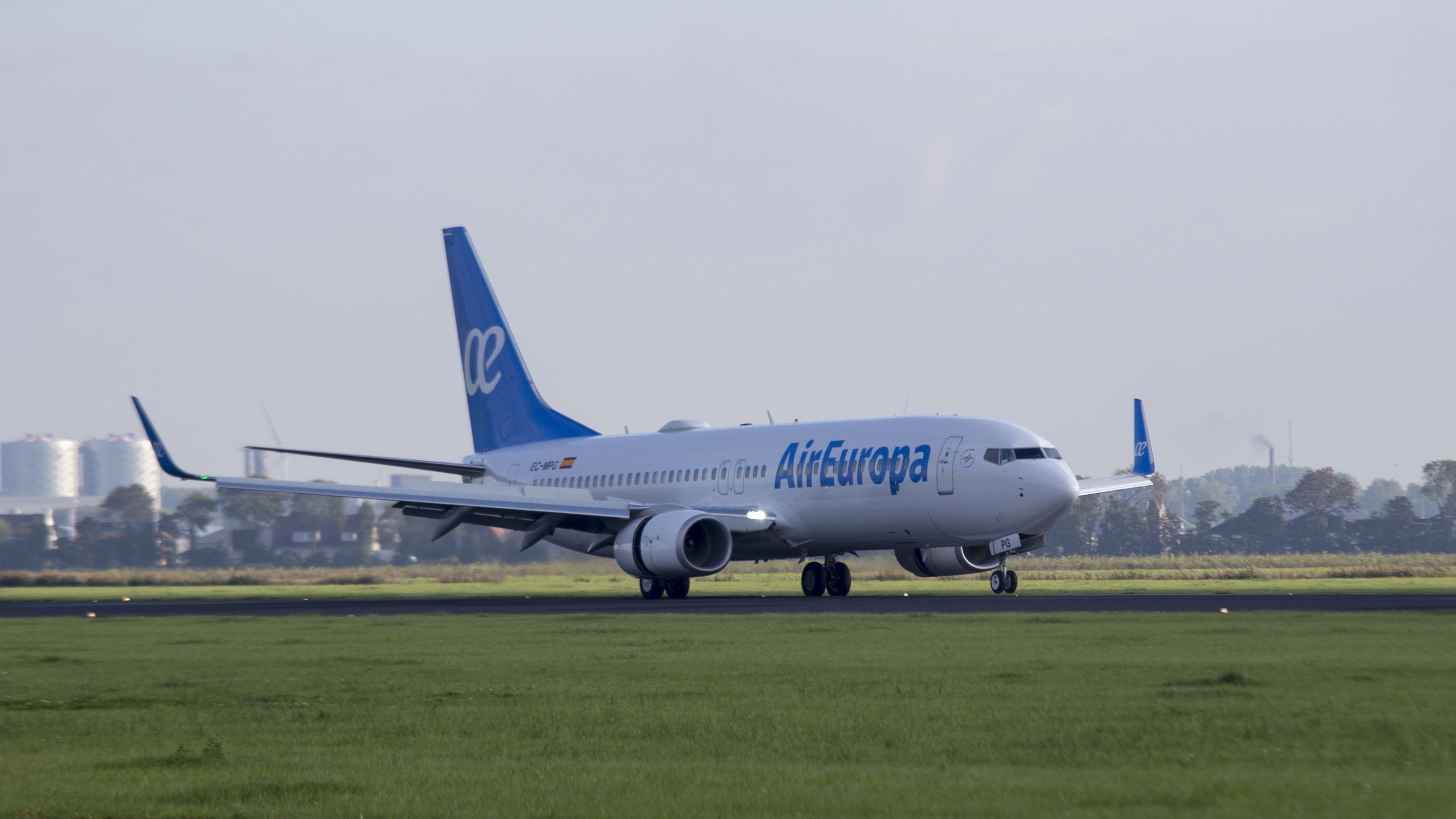 Boeing 737-86Q(WL)