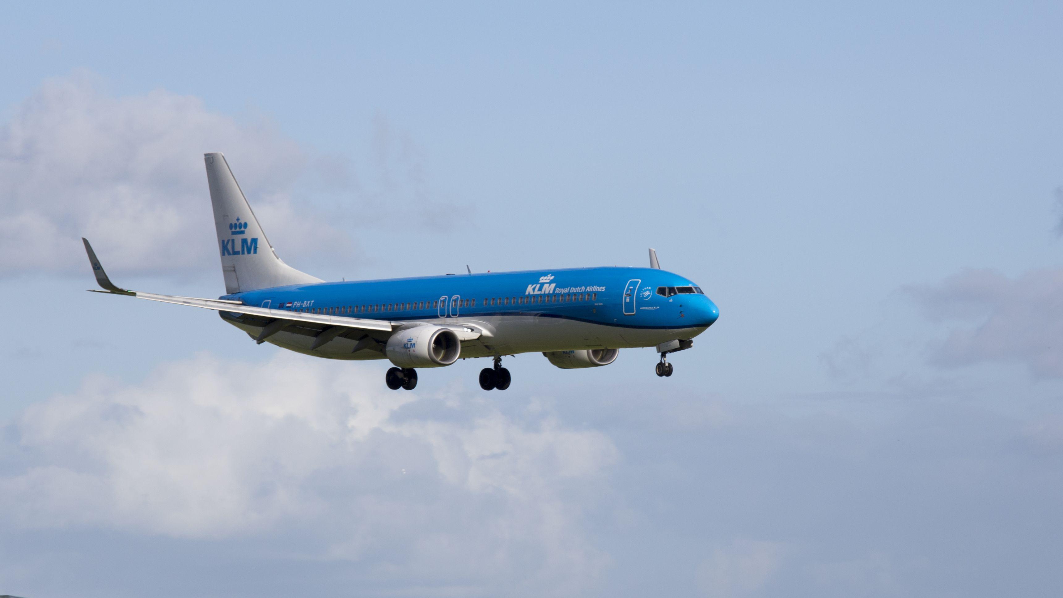 Boeing 737-9K2 WL
