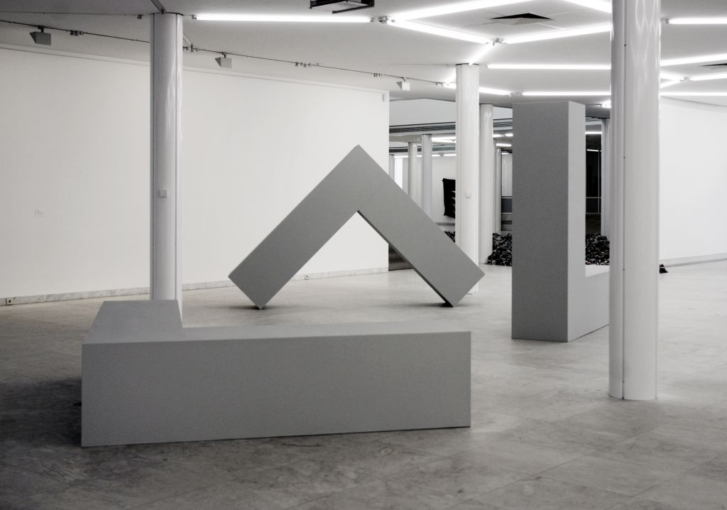 Robert Morris – Hanging Soft and Standing Hard – London