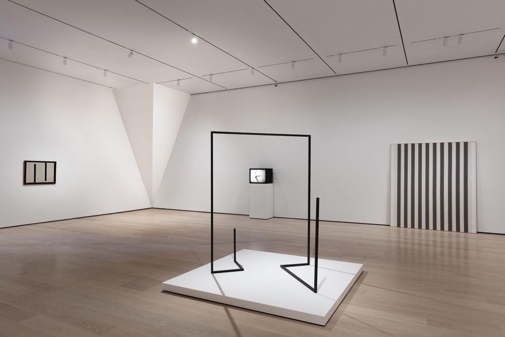 Lamelas – Upside Down, Invisible Sculpture