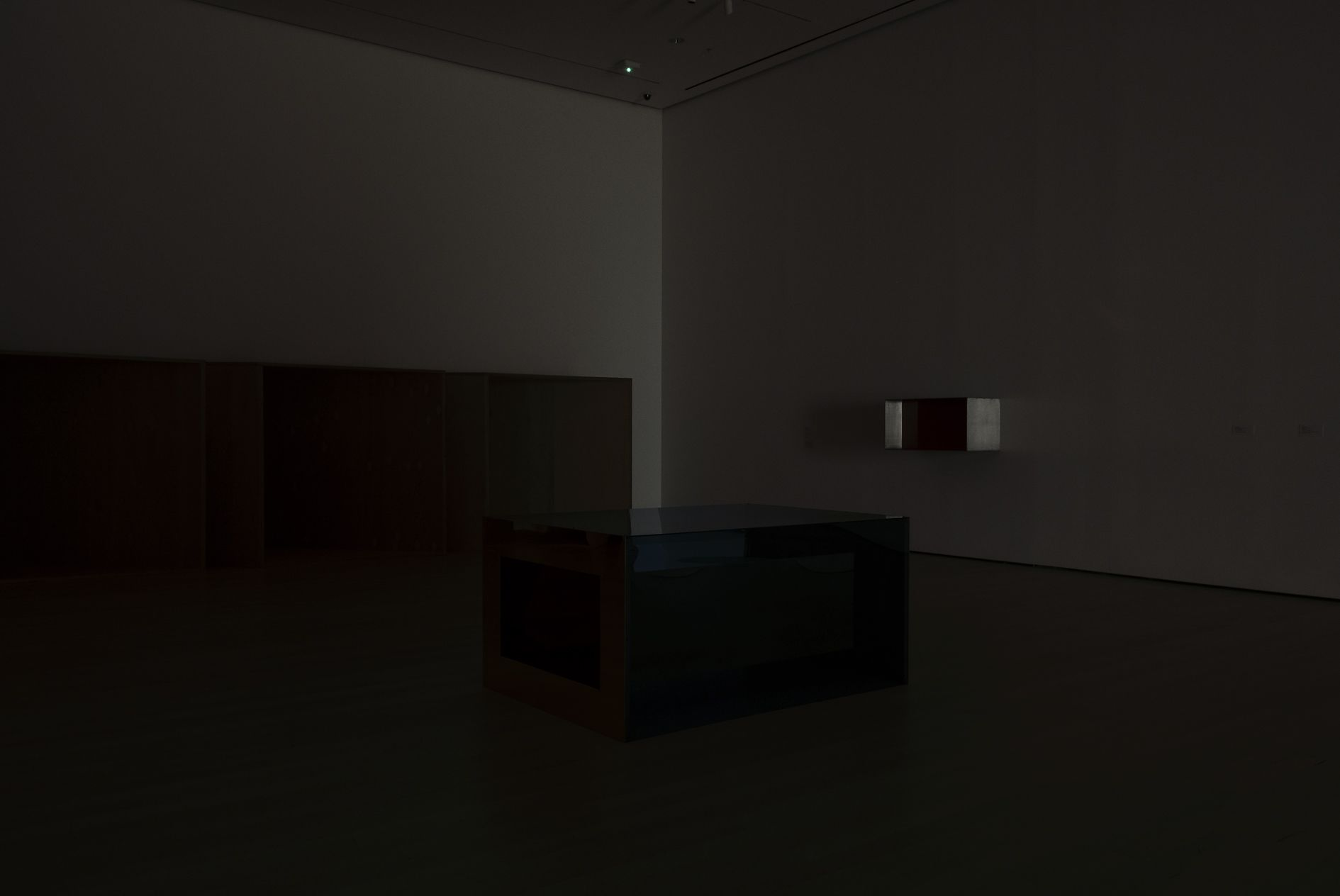 Louise Lawler – LIGHTS OFF, AFTER HOURS, IN THE DARK – Berlin