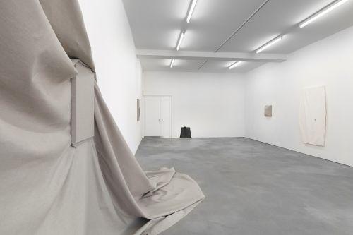 Analia Saban – Bathroom Sink, Etc. – Berlin