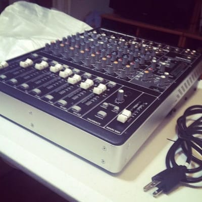 Mackie mixer 16 channel