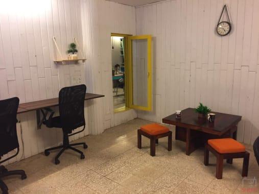 8 seaters Open Desk Mumbai Andheri teal-house