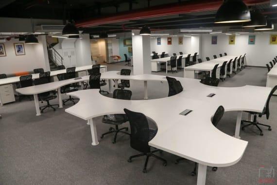 350 seaters Open Desk Mumbai Andheri yesssworks-andheri