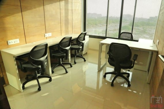 Private Room Surat Piplod excluzo-businesss-centre