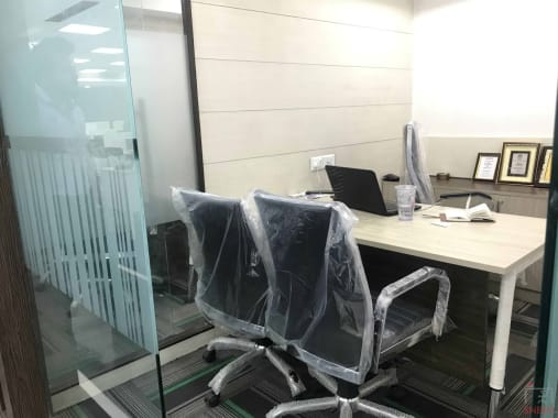 3 seaters Private Room Noida Sector 16 innowork-noida