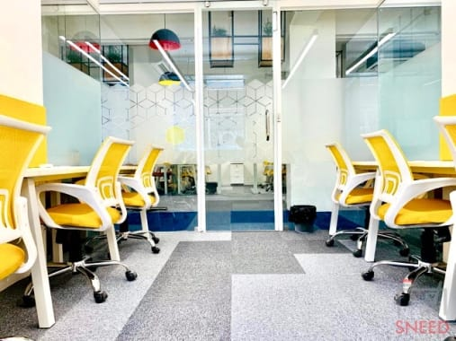 6 seaters Private Room Noida Sector 4 execube