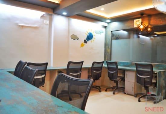 10 seaters Open Desk Bhopal MP Nagar qubikals-coworking-space