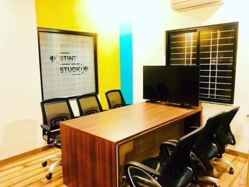 6 seaters Meeting Room Nagpur KT Nagar stint-coworking-kt-nagar