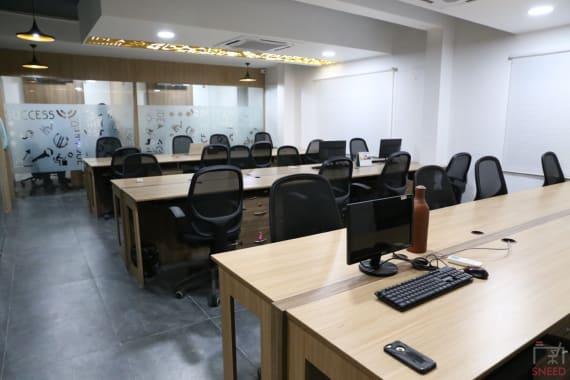 24 seaters Open Desk Chennai Adyar vantage-coworking