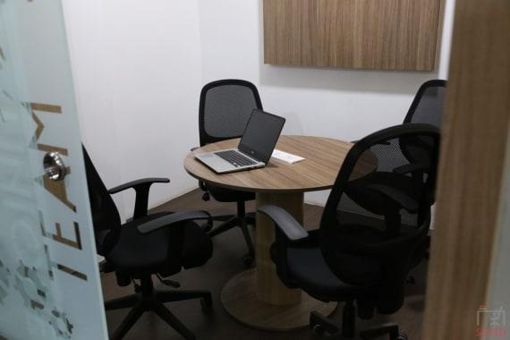 4 seaters Meeting Room Chennai Adyar vantage-coworking