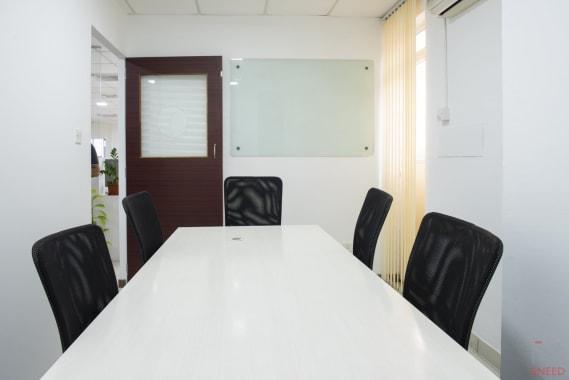 8 seaters Meeting Room Bangalore Malleshwaram share-studio-malleshwaram