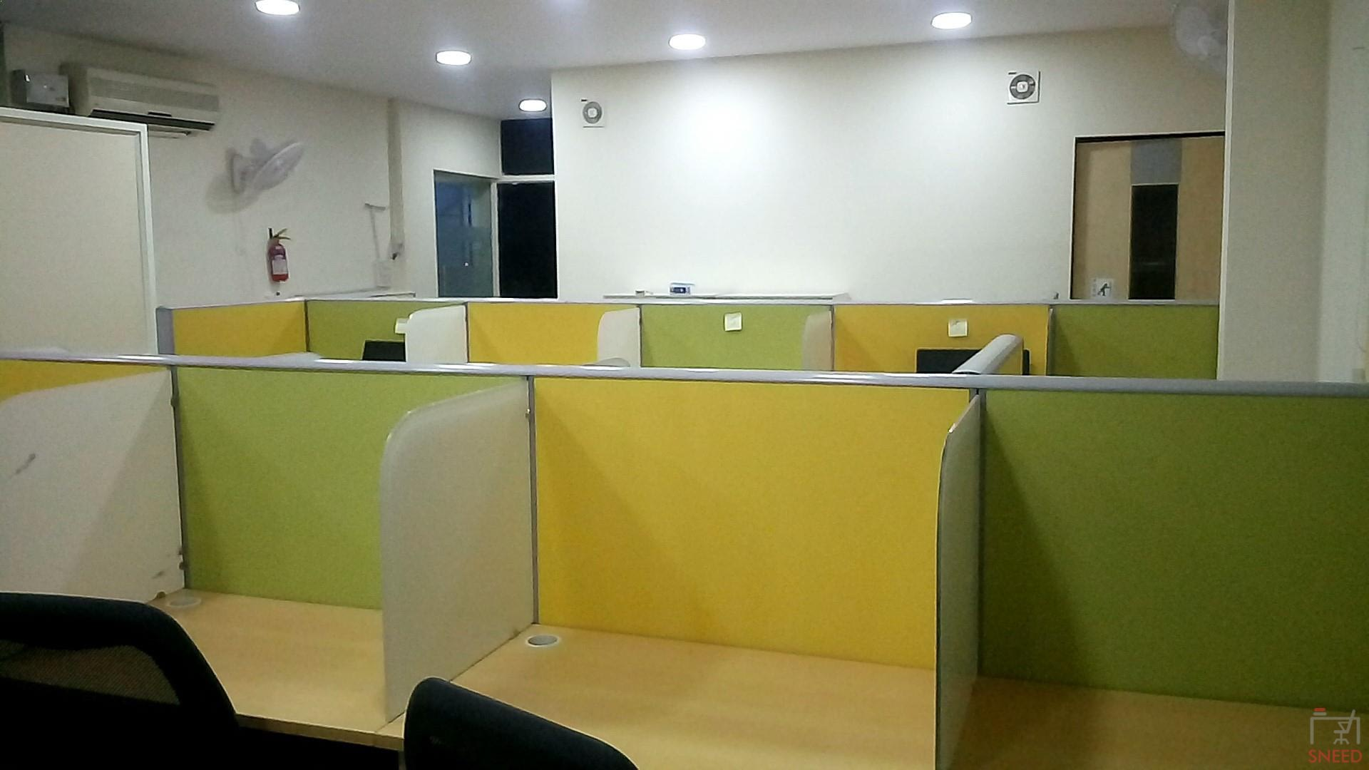 35 seaters Open Desk image