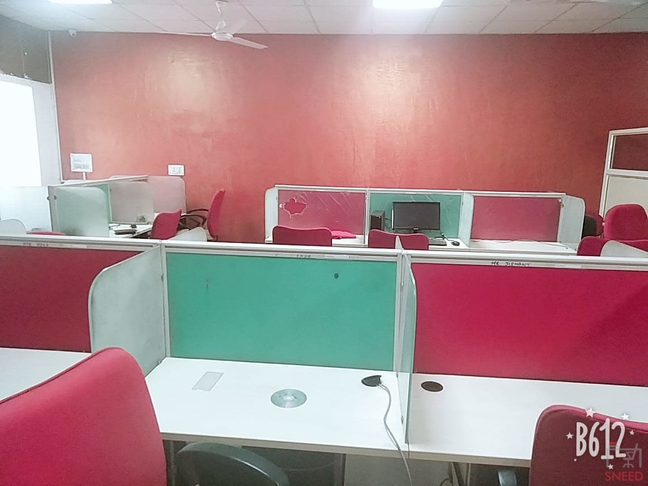 33 seaters Open Desk image