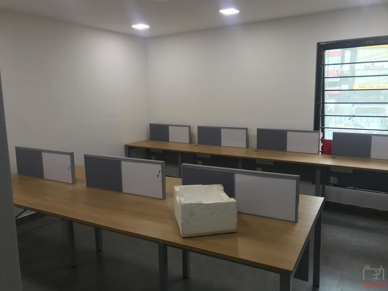 76 seaters Open Desk image