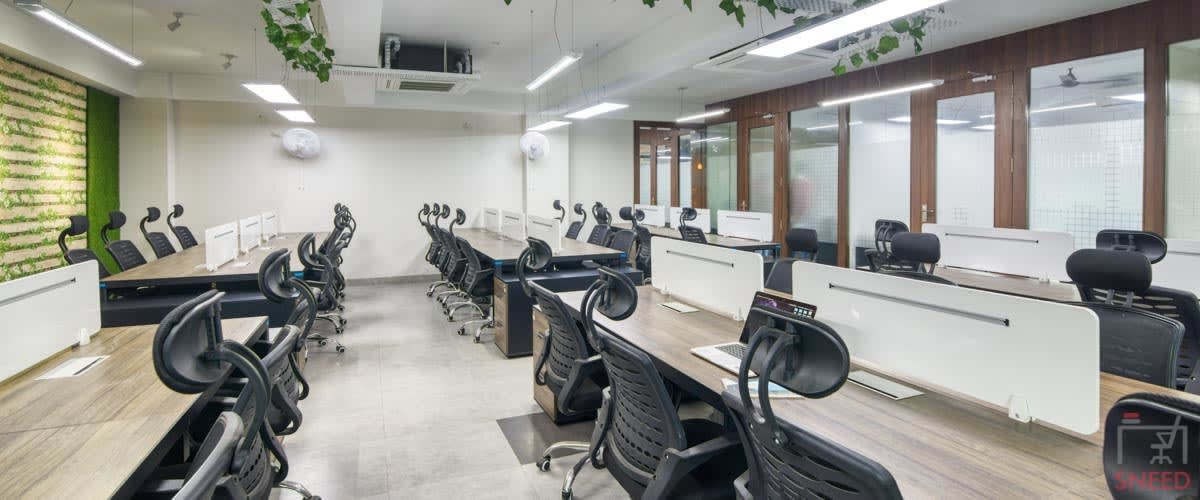 121 seaters Open Desk image