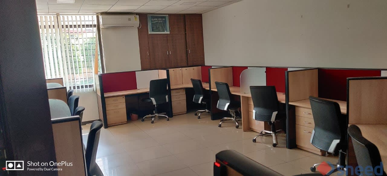 625 seaters Open Desk image