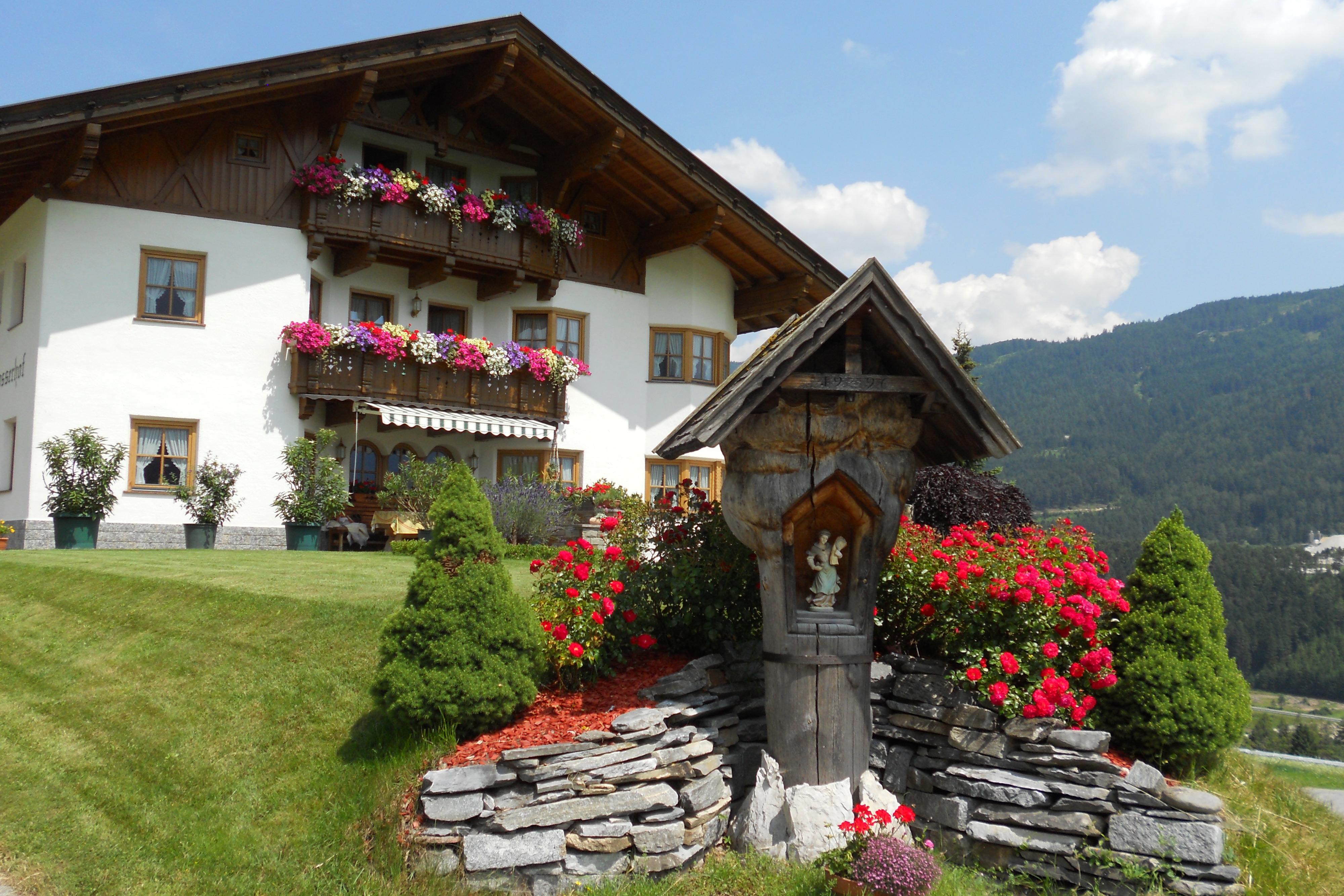 Huis met rozen in Telfes