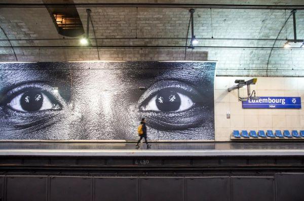 26 « regards » d'anonymes exposés dans le métro Parisien