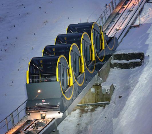 La Suisse inaugure le funiculaire le plus raide du monde