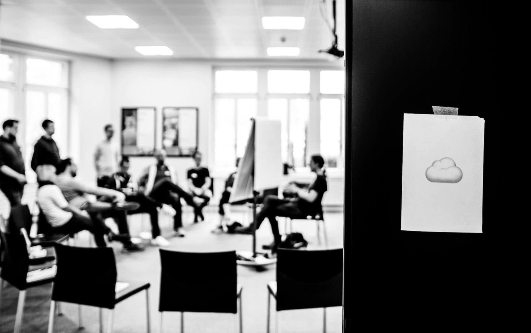Teilnehmer:innen in einem Workshop