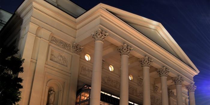 London opera takes place at the Royal Opera House
