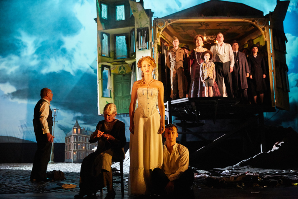 An Inspector Calls at the Playhouse Theatre (Photo by Mark Douet)
