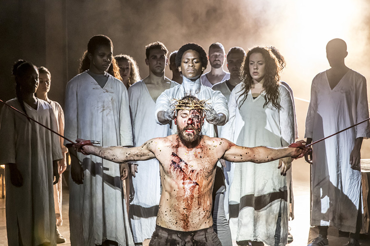 Tyrone Huntley as Judas and Declan Bennett as Jesus in Jesus Christ Superstar (Photo: Johan Persson)
