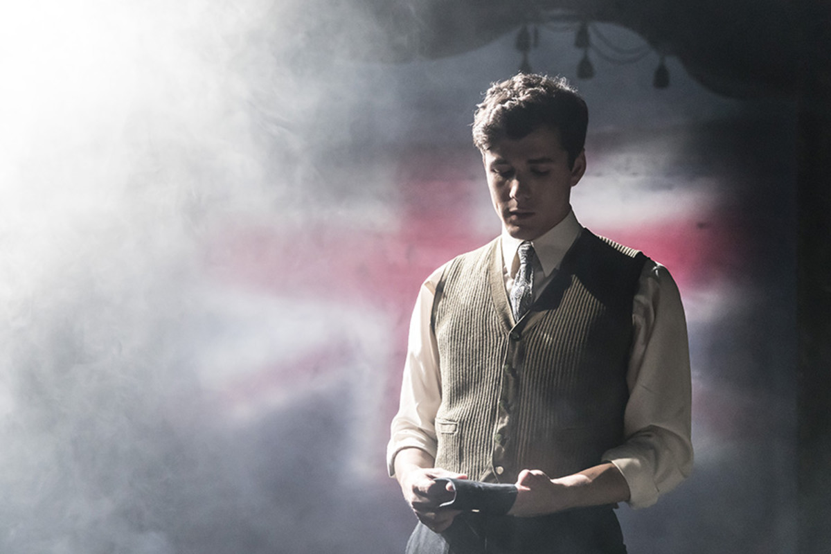 Jonah Hauer-King in The Entertainer (Photo: Johan Persson)