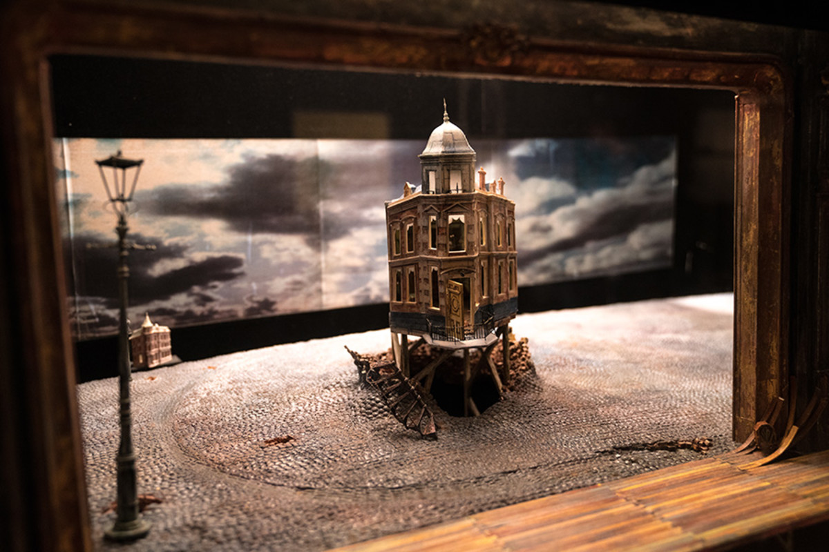 Set model for An Inspector Calls at the Curtain Up Exhibition (copyright Jonathan Blanc & New York Public Library)