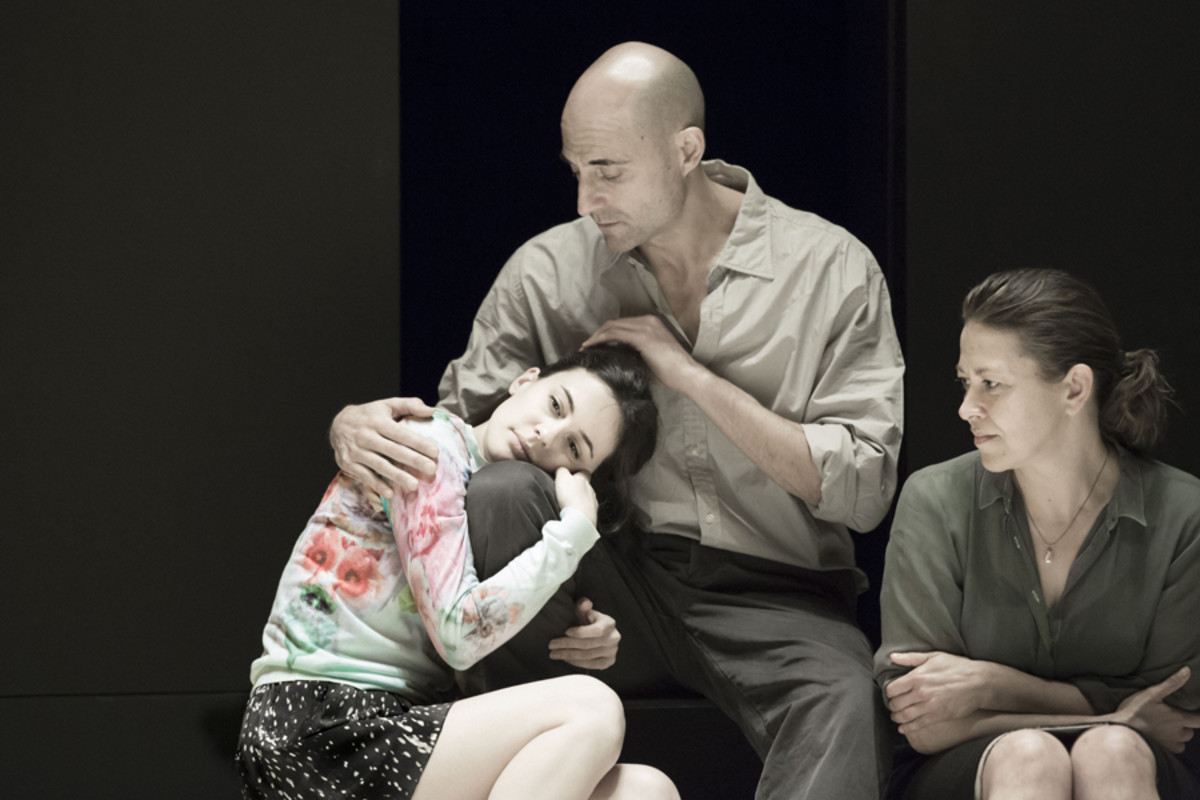 Phoebe Fox, Mark Strong and Nicola Walker in A View From The Bridge (Photo: Jan Versweyveld)