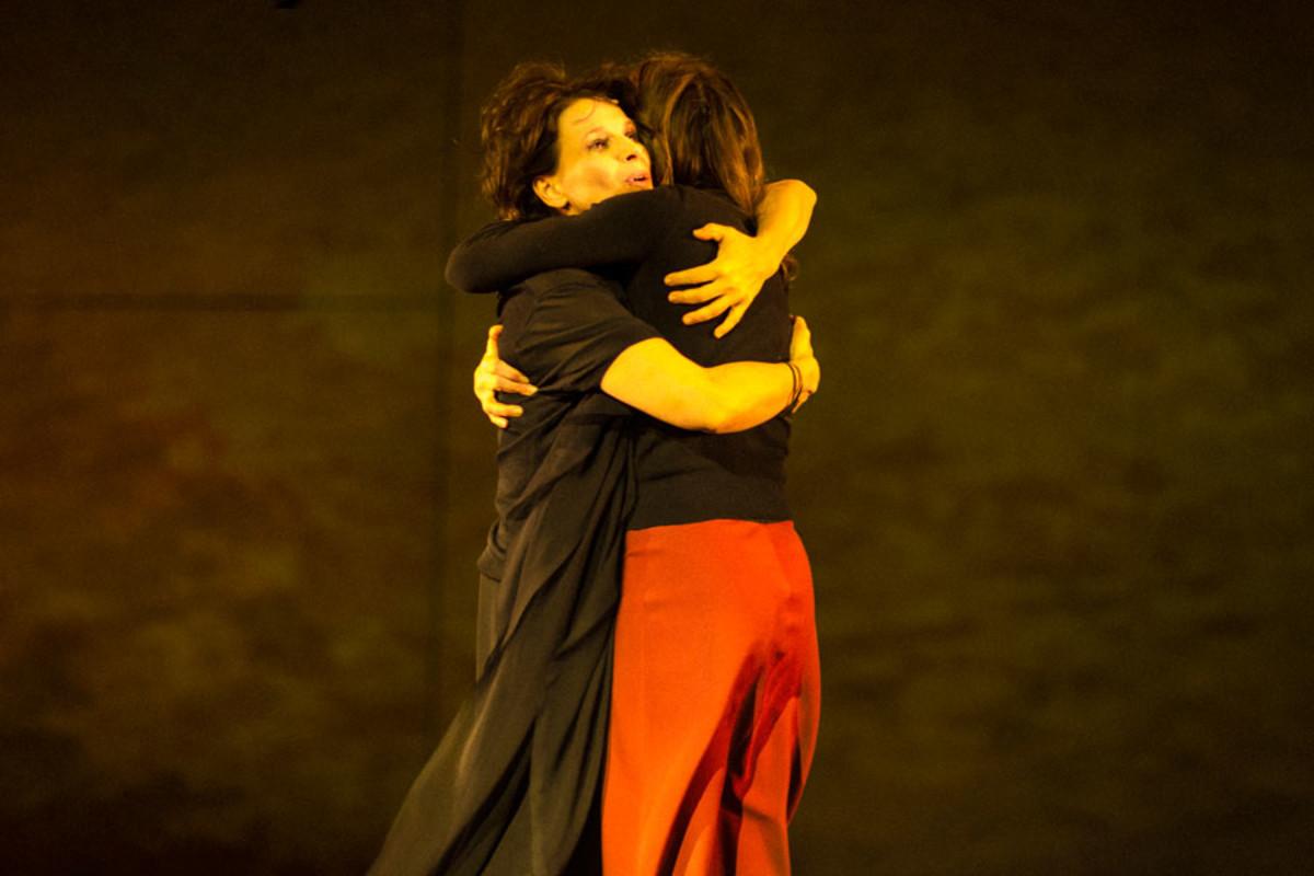 Juliette Binoche and Kirsty Bushell star in Ivo Van Hove's production of Antigone (Photo: Jan Versweyveld)