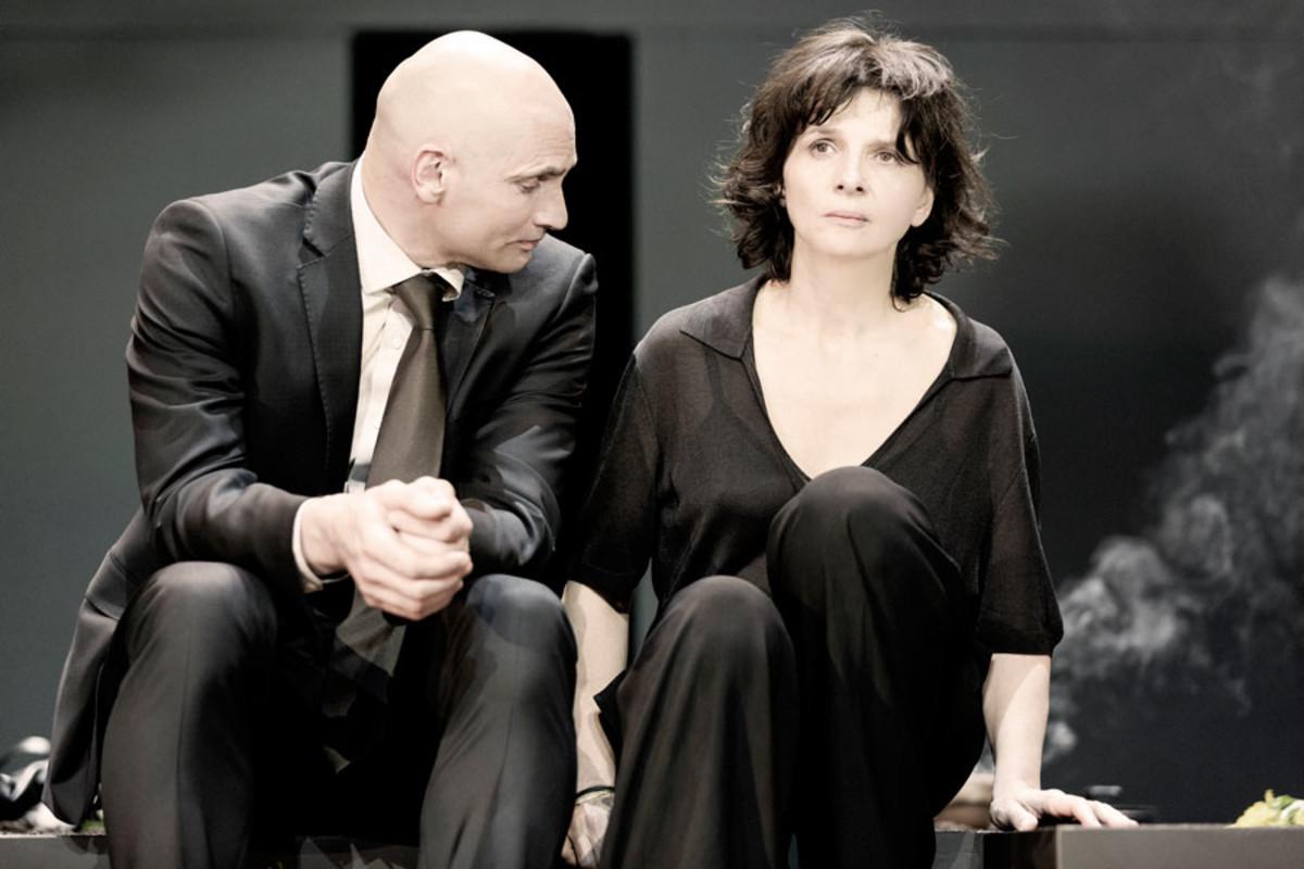 Patrick O'Kane and Juliette Binoche star in Antigone at the Barbican Theatre (Photo: Jan Versweyveld)