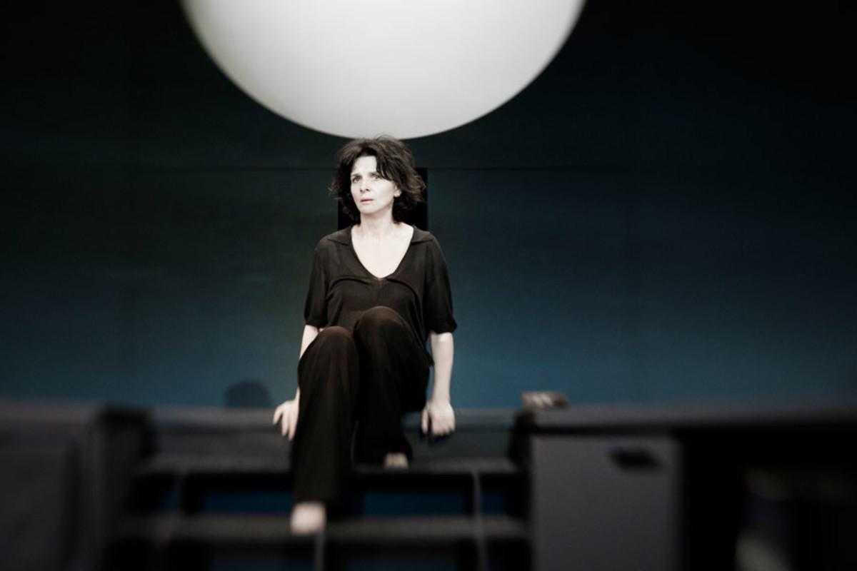 Juliette Binoche stars in Ivo Van Hove's production of Antigone (Photo:  Jan Versweyveld)