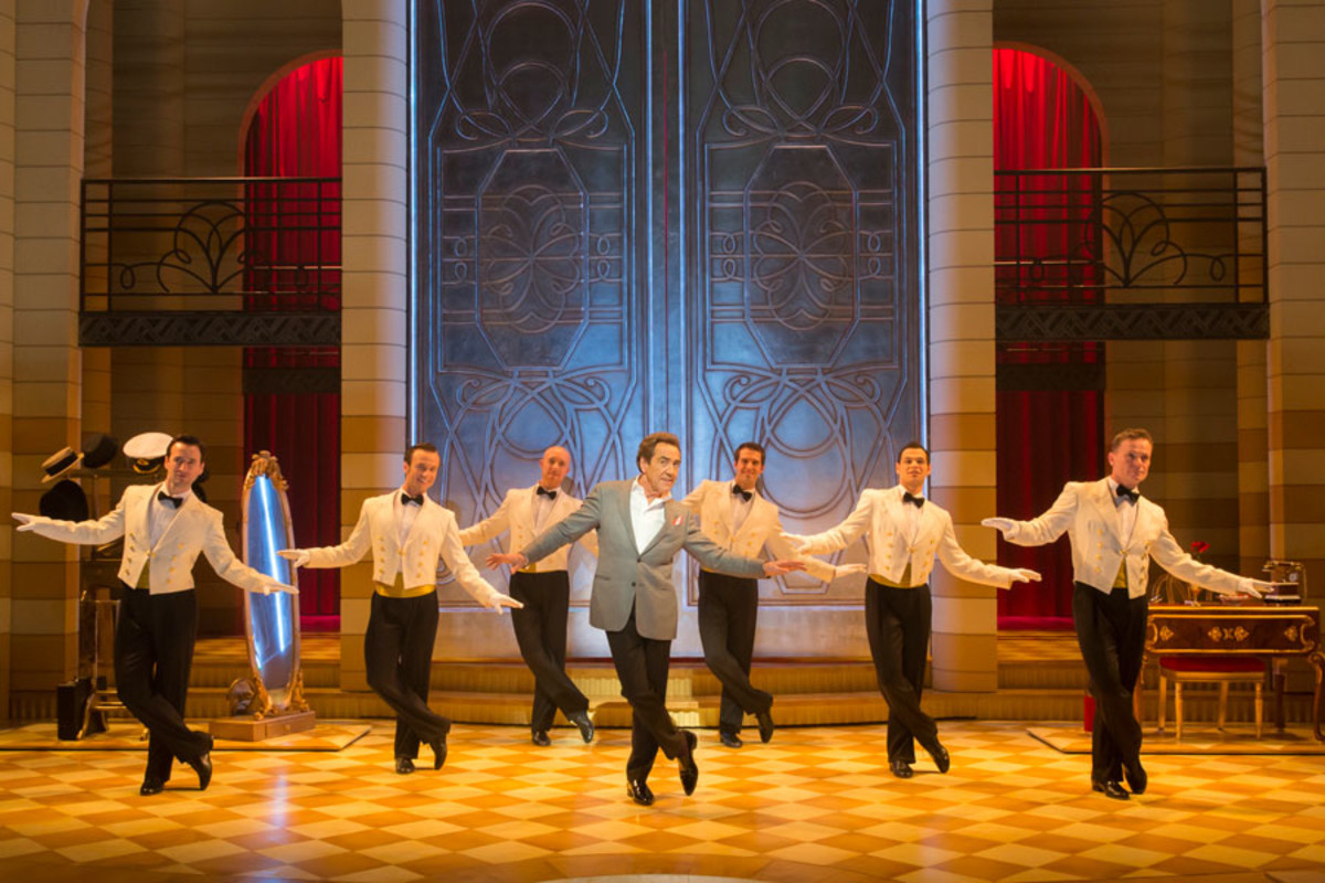 Robert Lindsay and the cast of Dirty Rotten Scoundrels, playing at the Savoy theatre (Photo: Johan Persson)