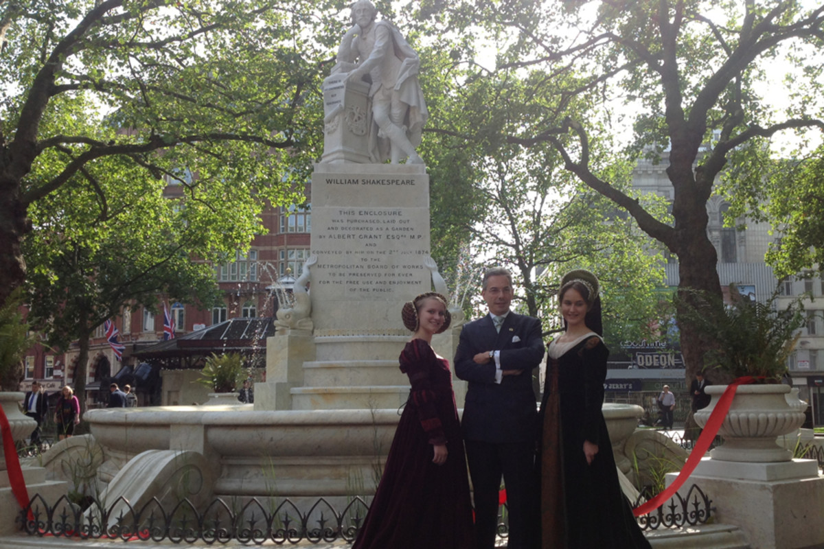 Cllr Robert Davis officially reopens the statue of Shakespeare in Leicester Square