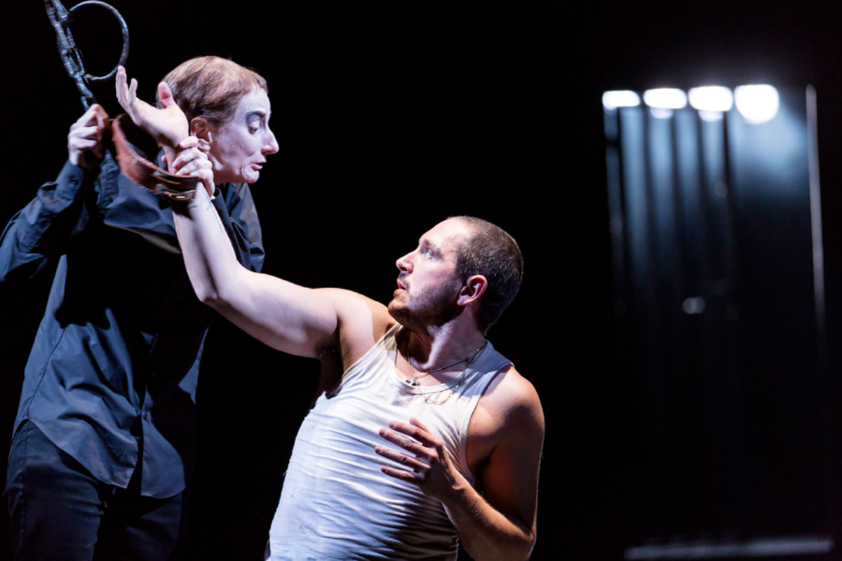 Amanda Lawrence and Bertie Carvel in Damned By Despair at the National Theatre (photo: Brinkhoff/Moegenburg)
