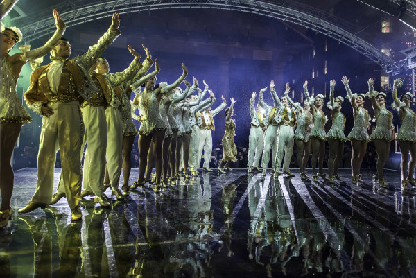 The cast of 42nd Street performing at the Covent Garden lights switch-on (Photo: Timebased)