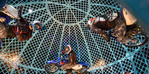 The Globe of Death by the Lucius Troupe in Cirque Berserk! (Photo: Piet Hein)
