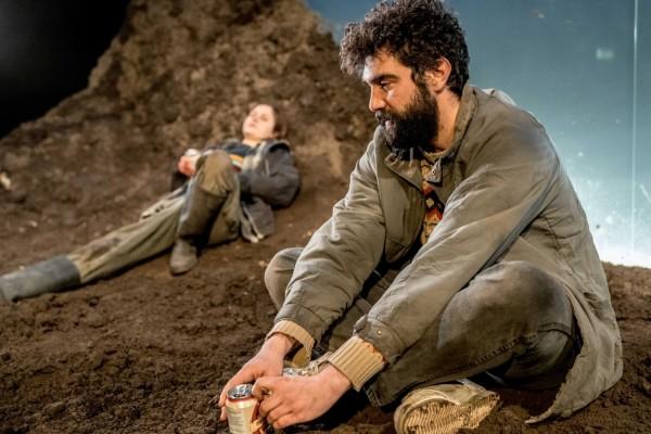 Ria Zmitrowicz & Alec Secareanu in Gundog (Photo: Manuel Harlan)