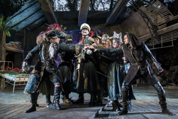 Dennis Herdman as Hook with the Pirates - Photo Johan Persson