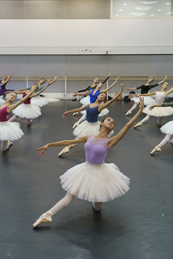 Artists of The Royal Ballet in rehearsal for La Bayadère (Photo: Bill Cooper)