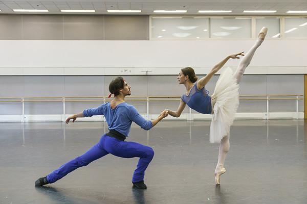 Cesar Corrales and Marianela Nuñez in rehearsal for La Bayadère (Photo: Bill Cooper)