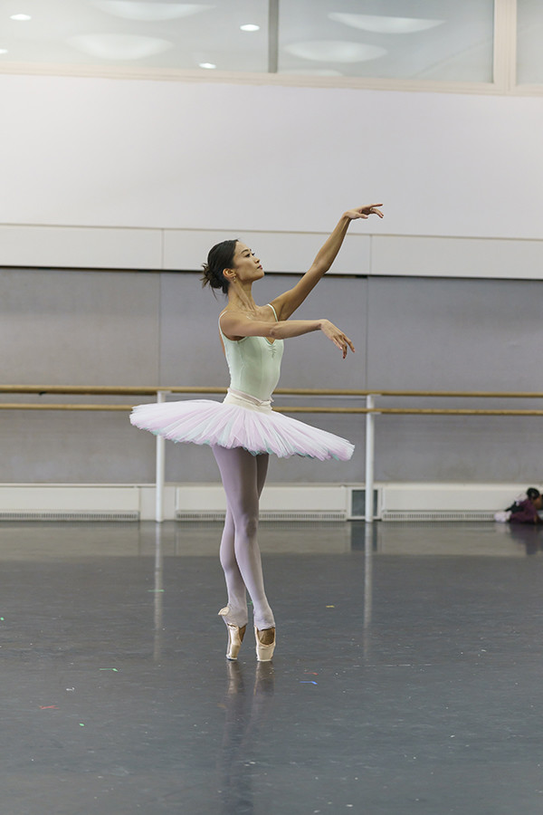 Fumi Kaneko in rehearsal for La Bayadère (Photo: Bill Cooper)