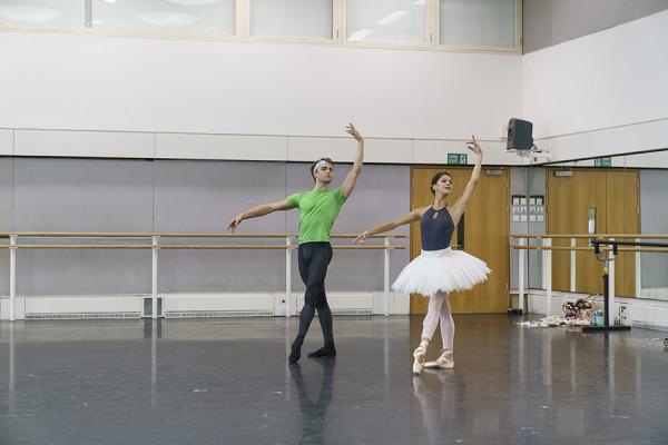 Matthew Ball and Mayara Magri in rehearsal for La Bayadère (Photo: Bill Cooper)