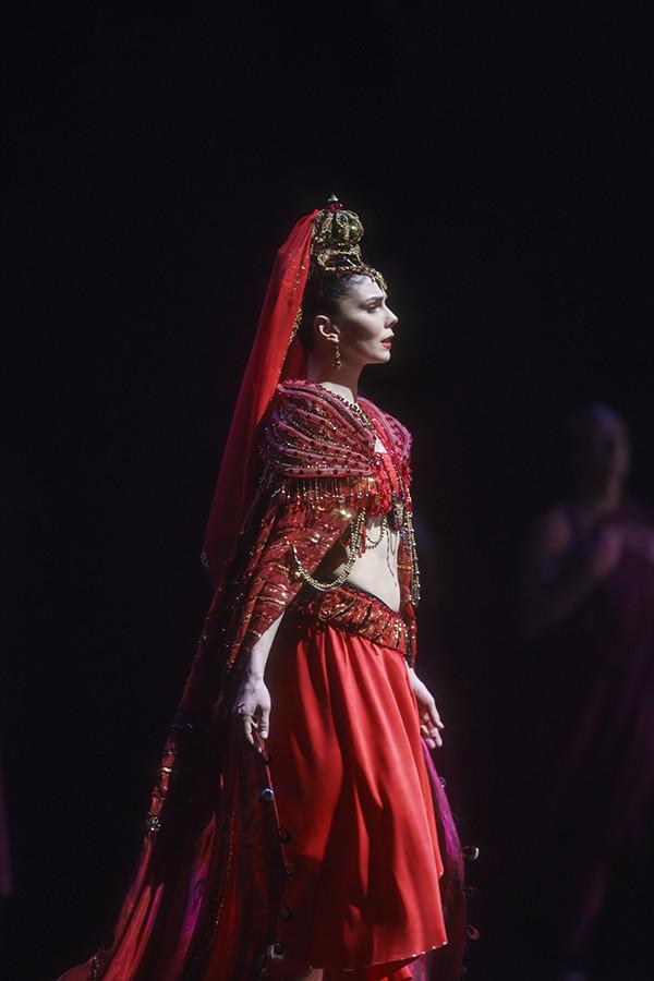 La Bayadère. Natalia Osipova as Gamzatti. ©ROH, 2018. Photographed by Bill Cooper.