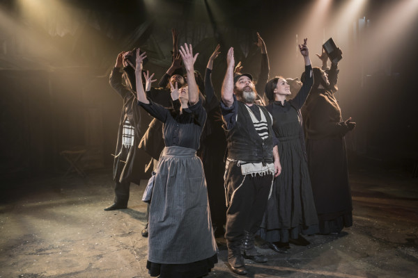 The company of Fiddler On The Roof. (Photo: Johan Persson).