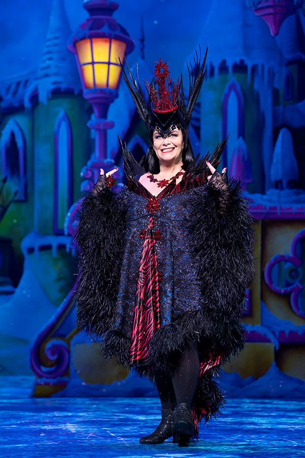 Dawn French in Snow White (Photo: Paul Coltas)