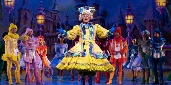 Gary Wilmot in Snow White (Photo: Paul Coltas)